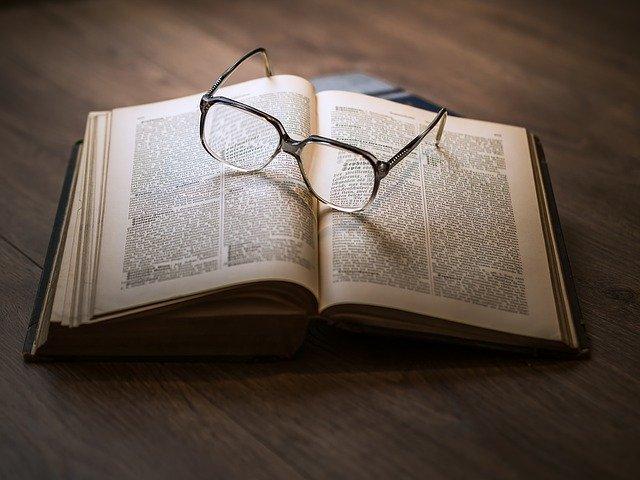 knížka, dioptrické brýle
