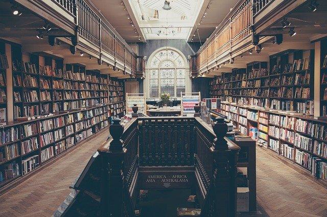 starodávná univerzitní knihovna