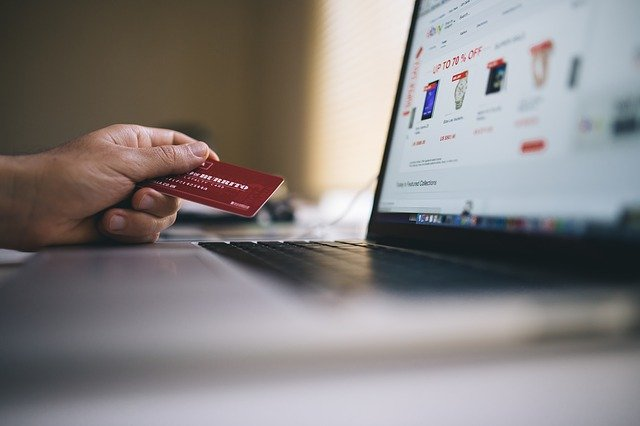 nákup v e-shopu platební karta